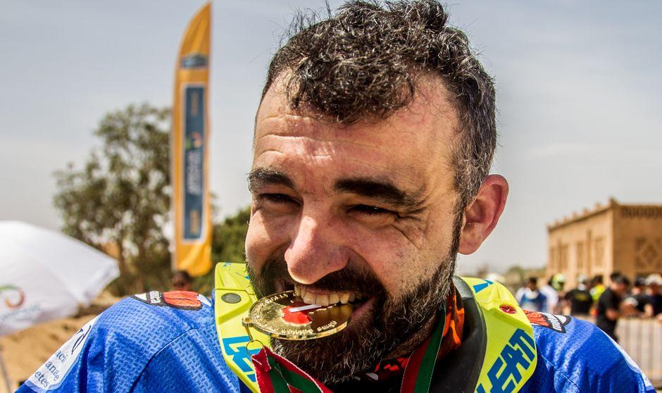 9.000 kilómetros por el desierto con un seguro de vida tatuado: Diabético