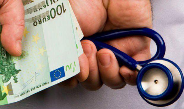 Así trata Hacienda a médicos y enfermeros que tienen varios pagadores