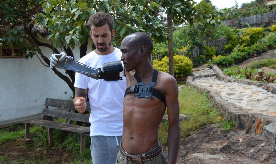 El ingeniero que revoluciona la sanidad de Kenia desde su casa en Madrid