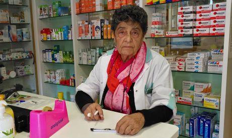 La boticaria que diagnostica el espíritu de los pacientes por su mirada