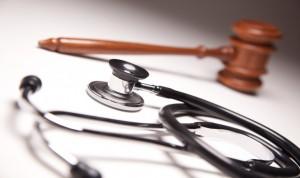 Soy médico interino, ¿puedo reclamar una plaza fija en sanidad?