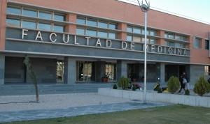 Las 10 facultades de Medicina con más rendimiento de España: 7 son públicas
