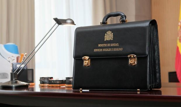 Las 15 leyes que esperan en el cajón al próximo ministro de Sanidad