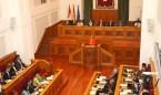 """Las Cortes piden """"reestablecer la universalidad"""" del SNS"""