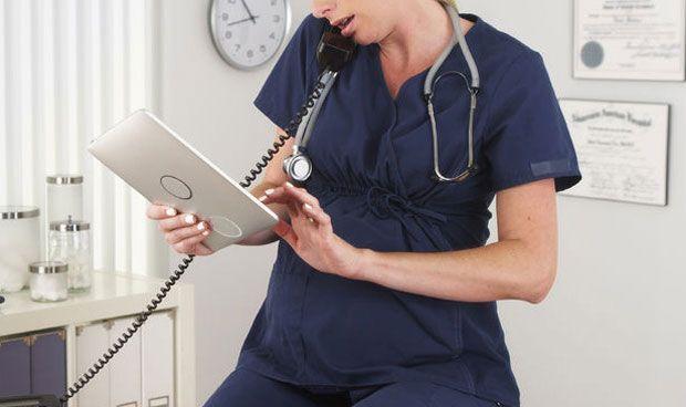 Enfermería propone la creación de puestos específicos para embarazadas