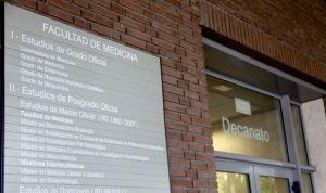 Las facultades de Medicina encadenan seis años perdiendo personal docente