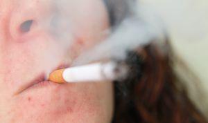 Las grandes fumadoras, en mayor peligro de padecer psoriasis grave