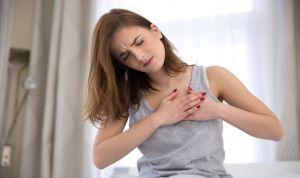 Las mujeres sobreviven más a los infartos si las atiende una cardióloga