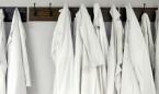 """Lavar el uniforme del hospital en casa con otra ropa """"es un peligro"""""""
