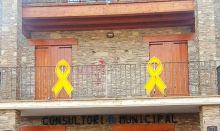 Lazos amarillos en un consultorio médico se combaten con pintura roja