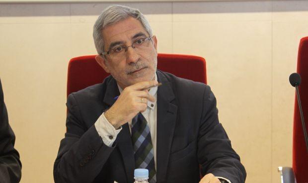Llamazares se suma a un 'rescate editorial' de la sanidad pública