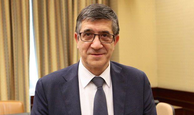 López decidirá este fin de semana si deja o no la Comisión de Sanidad