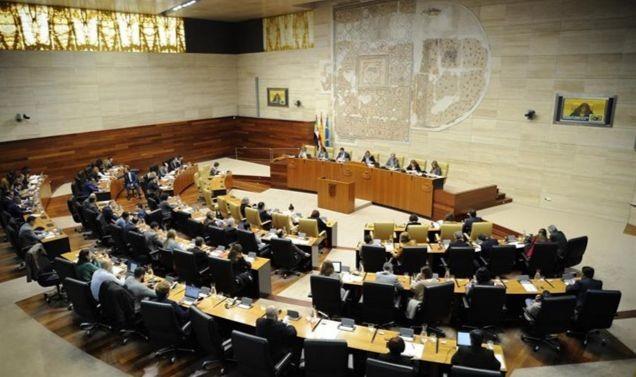 Los altos cargos de la sanidad extremeña se presentan ante la Asamblea