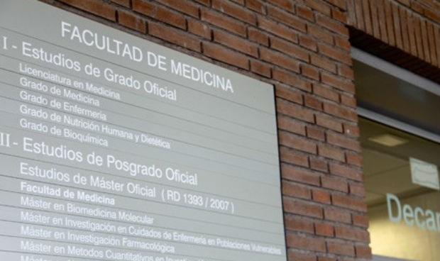Los alumnos de Medicina de Sevilla piden retomar sus prácticas clínicas
