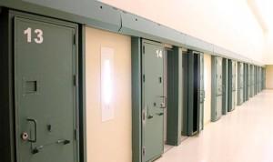Los enfermeros de prisiones hacen el trabajo de médicos y farmacéuticos