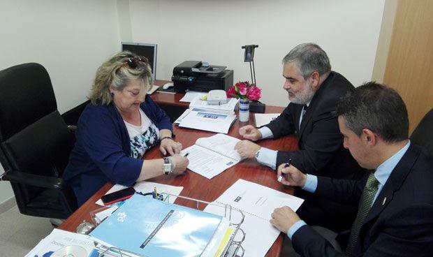 Los enfermeros de Teruel firman una póliza de decesos con AMA