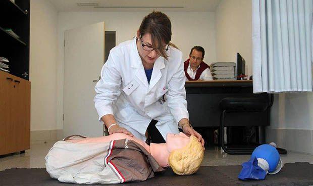 Los estudiantes de Medicina de la USAL pasan la ITV antes de saltar al MIR