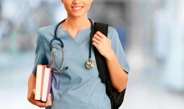 Los estudiantes dejan Medicina más que Enfermería pero la mitad que Derecho