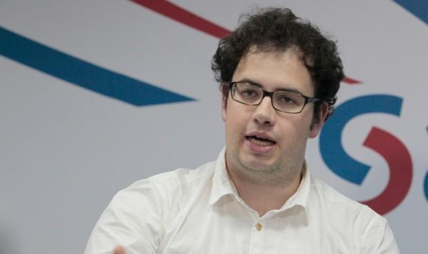"""Los estudiantes tachan de """"solución homeopática"""" el aumento de plazas MIR"""