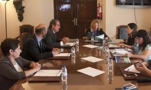 Los farmacéuticos presentan su congreso a las autoridades valencianas