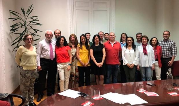 Los investigadores del Sermas firman su nuevo convenio colectivo