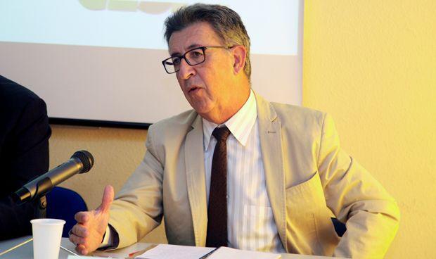 """Los médicos andaluces acusan a la Junta de """"hacer caja"""" con su salario"""