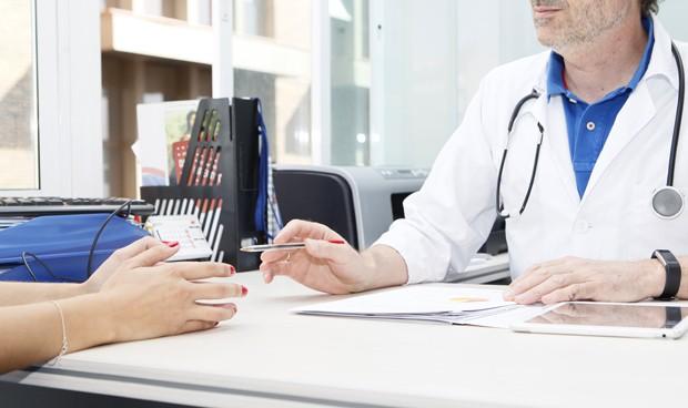 Los médicos en EEUU tienen 17 minutos de media por paciente; en España 5