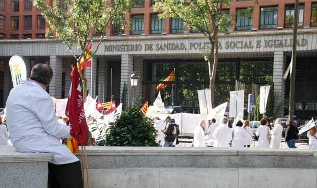 Los médicos españoles se hartan y convocan una manifestación general el 21M