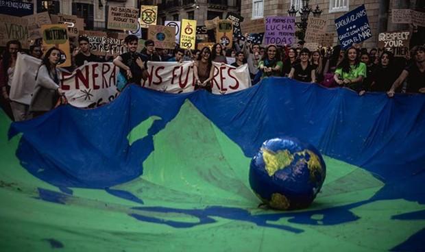 Los médicos españoles siguen la estela de Greta contra el cambio climático