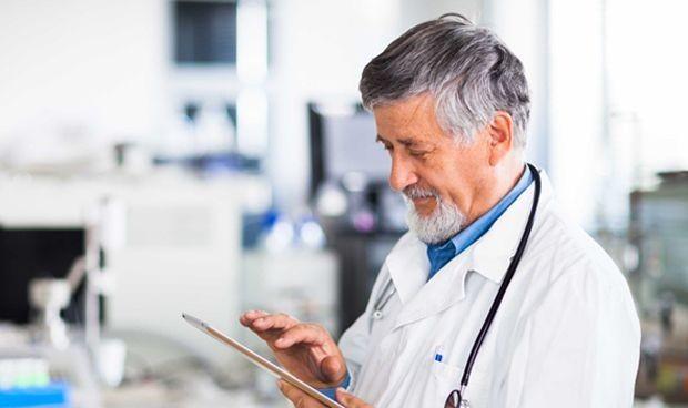 Los médicos jóvenes dedican 8 minutos menos al paciente que los mayores