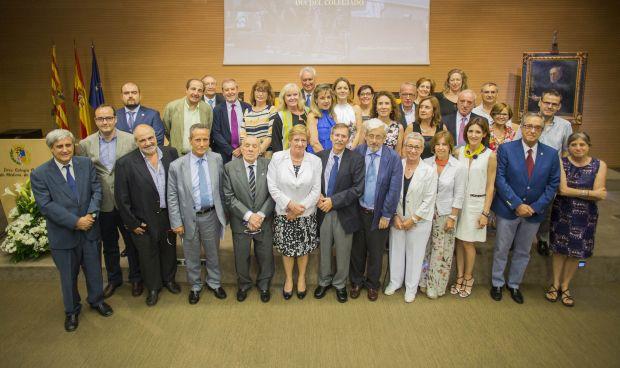 """Los médicos maños homenajean a la """"digna y dedicada"""" generación del 52"""