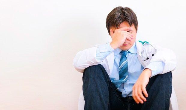 Los médicos, más ariscos con pacientes y compañeros si sufren 'burn out'