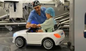 Los médicos no ven claro que los padres acompañen a sus hijos en quirófano