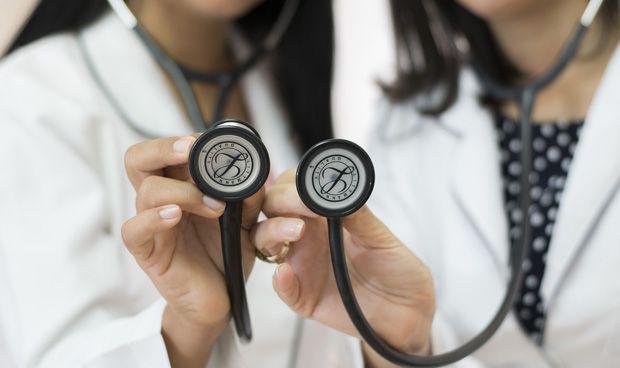 Los médicos revisan y actualizan su juramento hipocrático