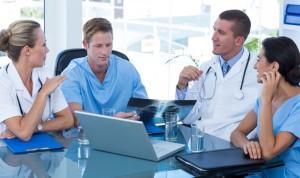 Los médicos varones van a juicio más del doble que las doctoras