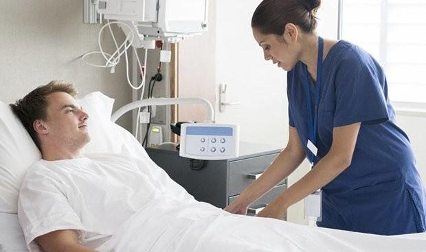 Los médicos y enfermeros de 6 CCAA cobran desde este viernes 64 y 50€ más