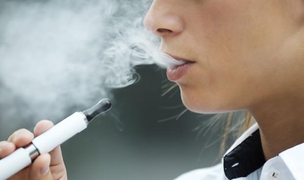 Los menores que 'vapean' triplican el riesgo de ser adultos fumadores