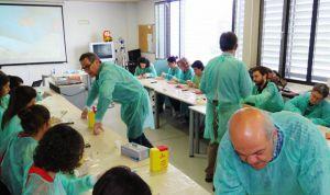 Los MIR de Familia de Valladolid se forman en cirugía menor