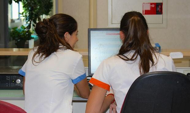 Los MIR en una guardia dedican 3 horas a ver pacientes y 16 a burocracia