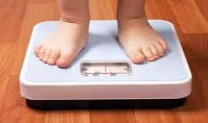 Los niños que están frente a una pantalla engordan más aunque hagan deporte