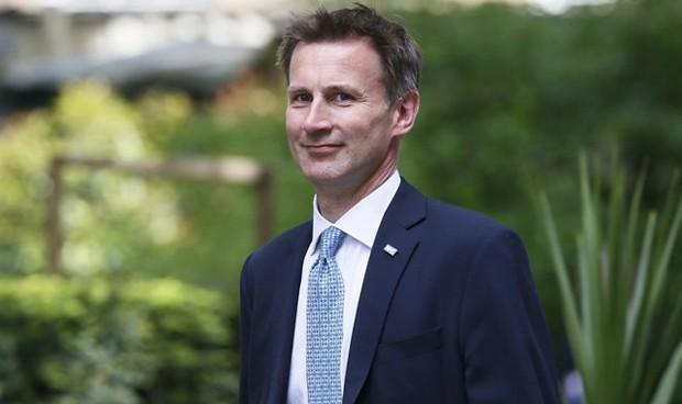 Los no británicos, o pagan, o no serán operados en Reino Unido desde abril