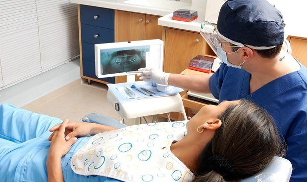 Los odontólogos españoles cobran 500 euros menos que la media europea