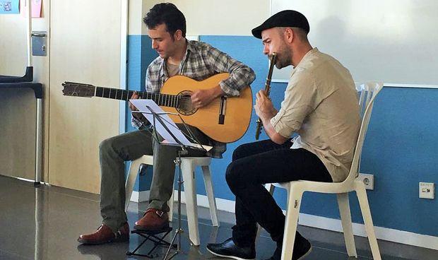 Los pacientes de Psiquiatría del Infanta Leonor disfrutan de música en vivo