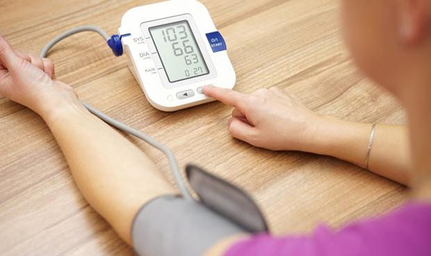Los pacientes hipertensos se quedan más tiempo ingresados en el hospital