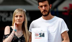 """Los padres de Charlie Gard frenan su batalla legal al ser """"demasiado tarde"""""""