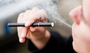 Los padres que usan cigarros electrónicos dañan más la salud de sus hijos