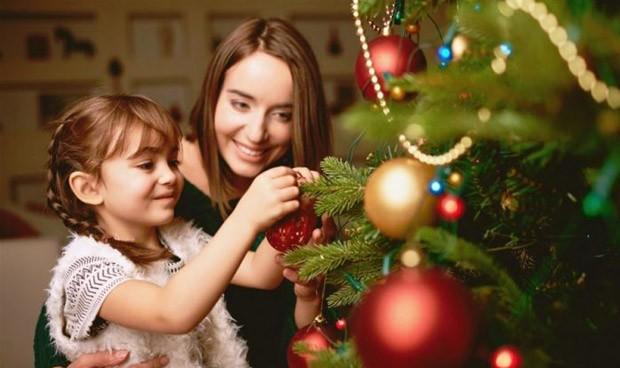 Los pediatras elaboran 10 normas para prevenir riesgos en Navidad