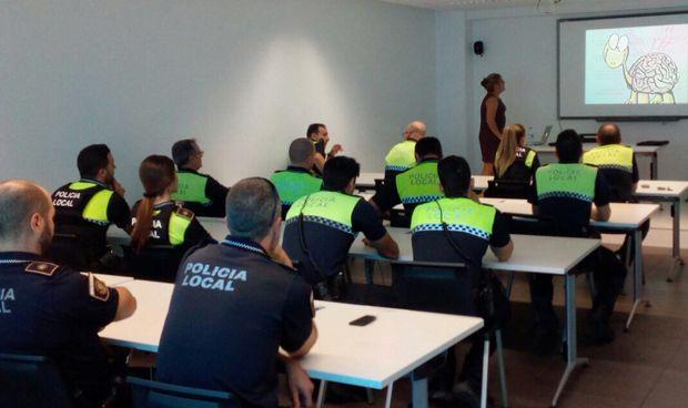 Los polic�as locales de Alicante aprenden a atender crisis epil�pticas