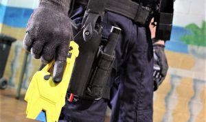 """Los policías ven """"idónea"""" la pistola eléctrica contra ataques a sanitarios"""