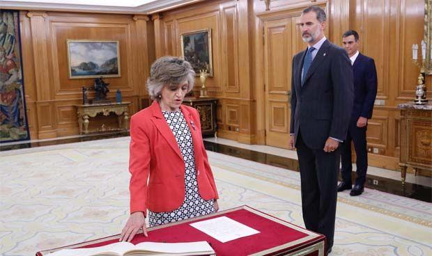 Mª Luisa Carcedo promete su cargo como ministra de Sanidad ante Felipe VI